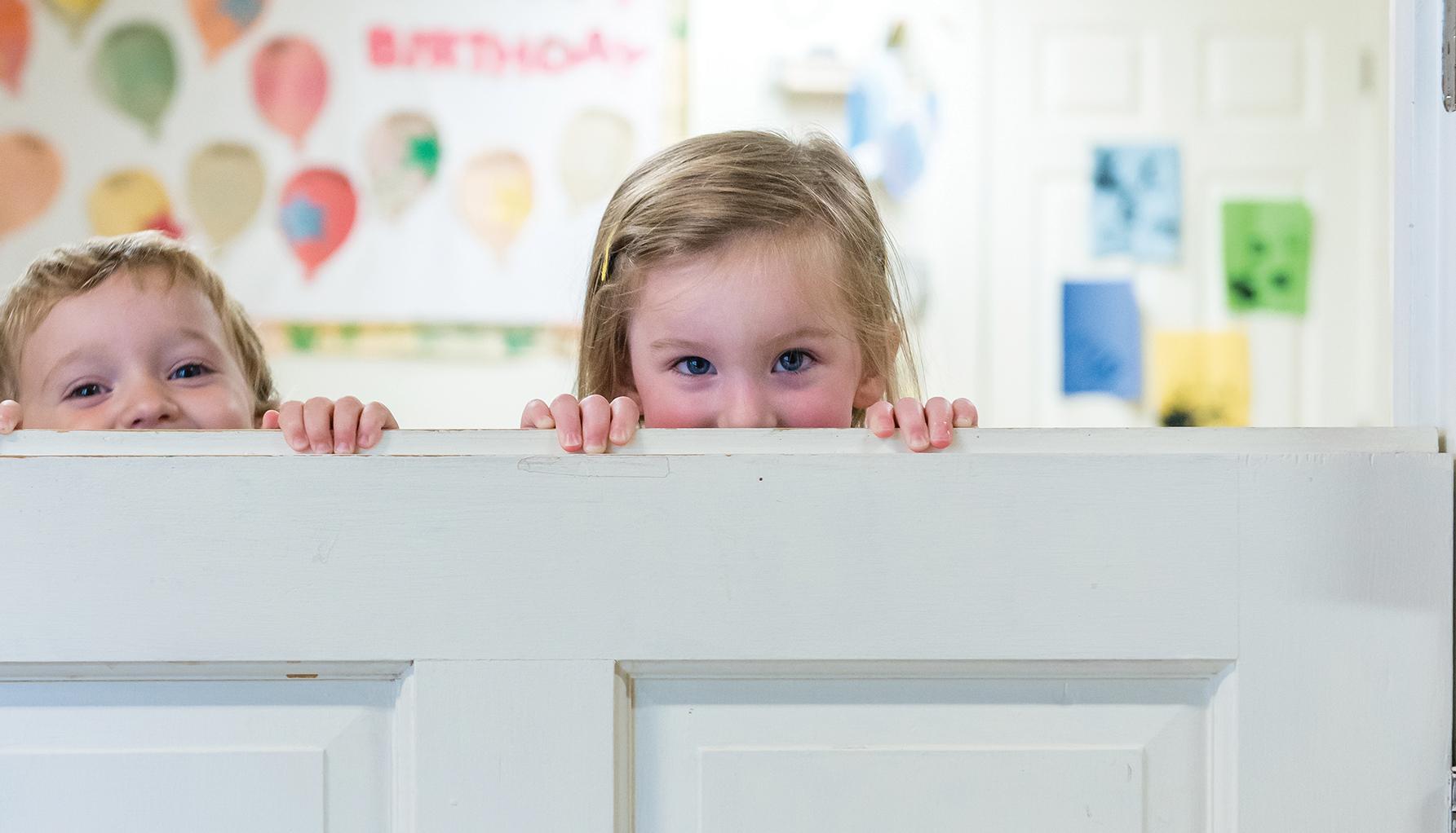kids peek over door