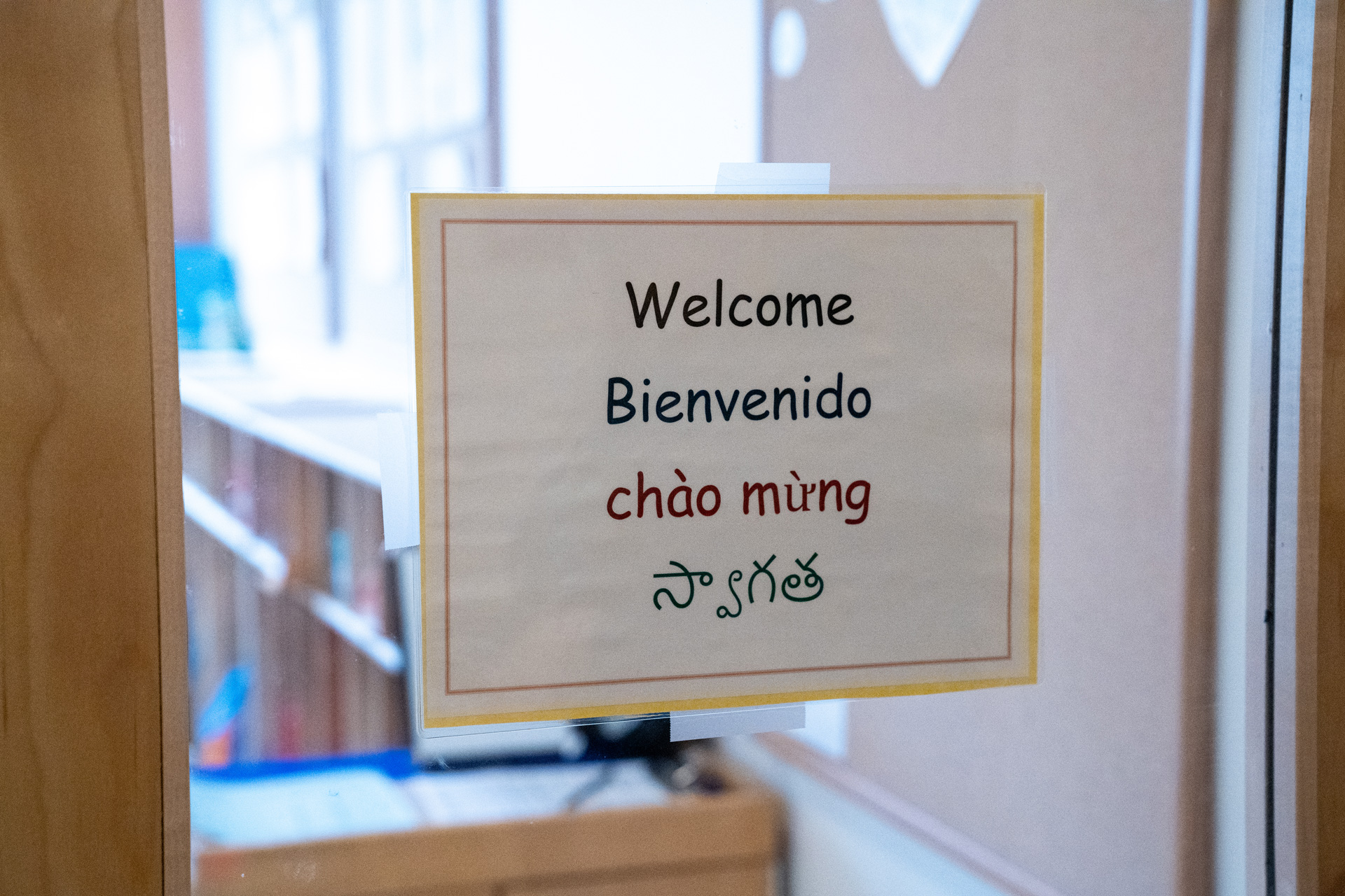 Sign in window saying welcome in four languages