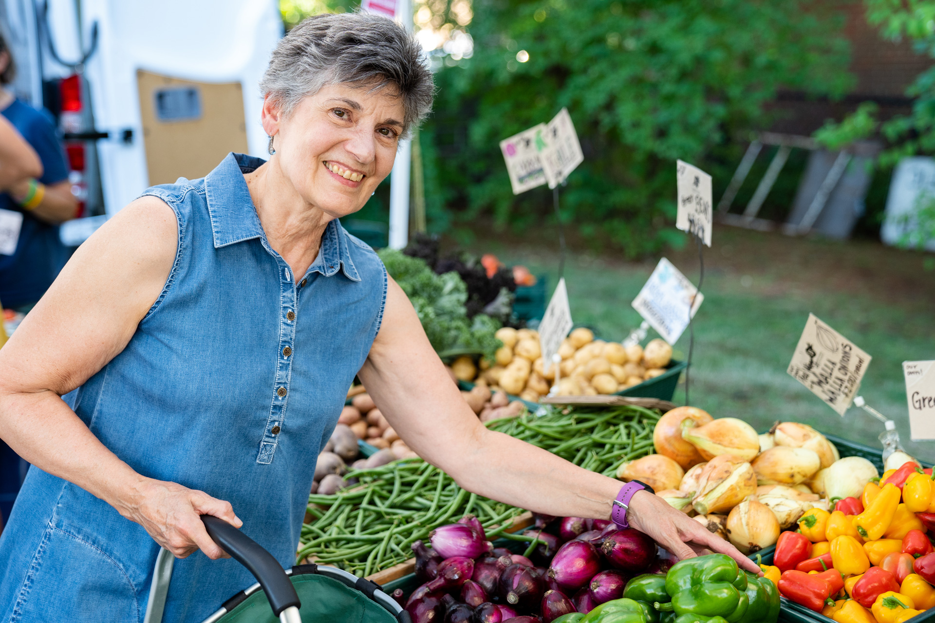 Sharri Nixon, a NH Community Loan Fund donor and invesor, shops at a local farmers market.